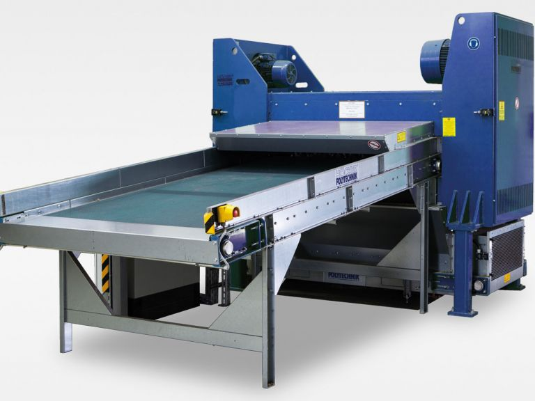 Shredder for corrugated cardboard and paper waste